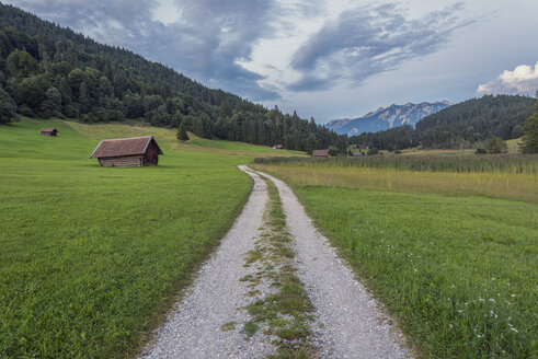 Germany, Bavaria, Werdenfelser Land, hay barn in the morning - RPSF00080