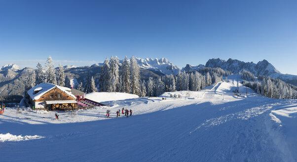 Austria, Upper Austria, Salzkammergut, Gosau, Ski area Dachstein-West, Gosaualm, View to Dachstein and Gosaukamm - WWF04050