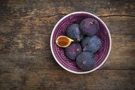 Organic figs in a bowl - LVF06580