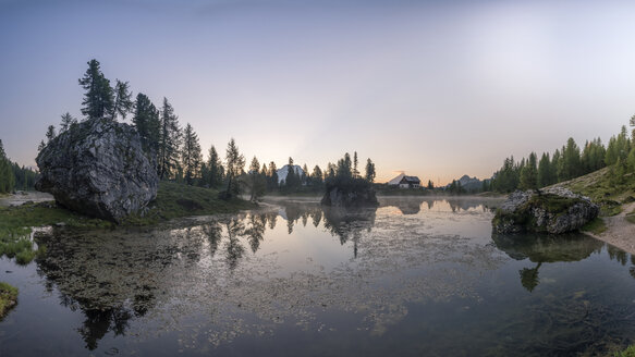 Italy, Braies Dolomites, Lago di Federa, Croda da Lago, Cortina d'Ampezzo - RPSF00089