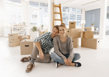Portrait of smiling couple moving into new home - KNSF03399