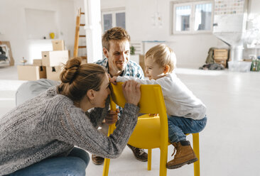 Happy family in new home - KNSF03405