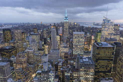 USA, New York City, Manhattan, cityscape as seen from Top of the Rock observation platform - RPSF00119