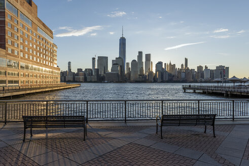 USA, New York City, Manhattan, New Jersey, cityscape at sunset - RPSF00131