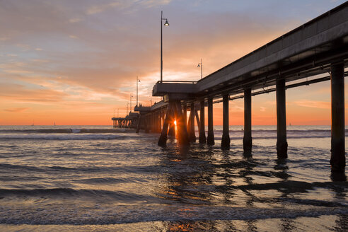 USA, California, Los Angeles, Venice Beach, Venice Beach Pier at sunset - WVF00889