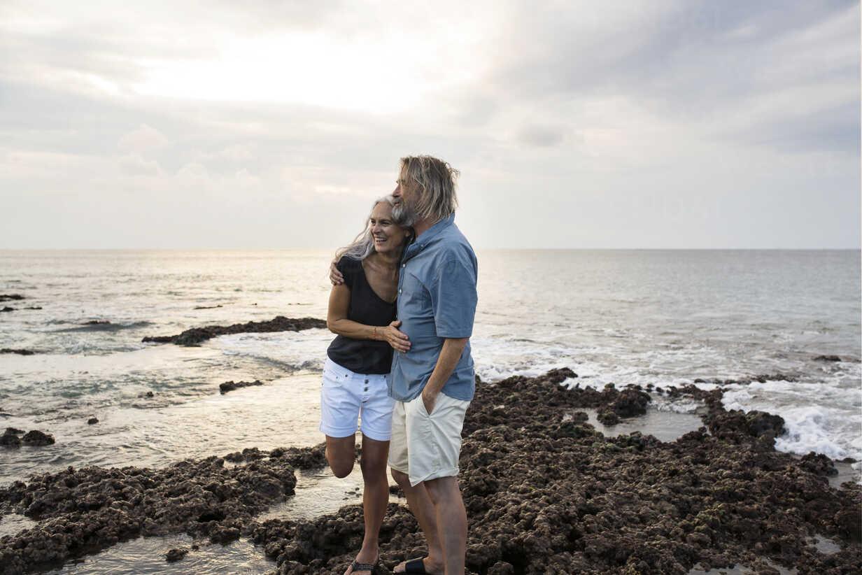 Affectionate senior couple embracing at the sea - SBOF01049 - Steve Brookland/Westend61