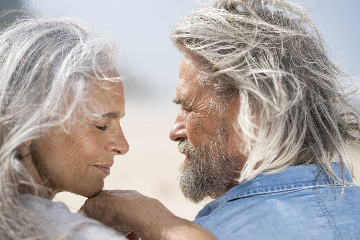 Affectionate senior couple looking into each others eyes in front of the sea - SBOF01067 - Steve Brookland/Westend61
