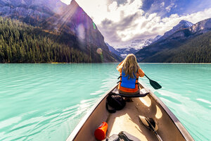 Canada, Alberta, Banff National Park, Canoeing on Lake Louise - SMAF00913