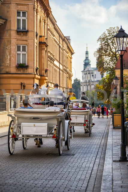 Poland, Krakow, Old town, carriages - CSTF01582
