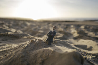 Businessman figurine stuck in sand - FLAF00023