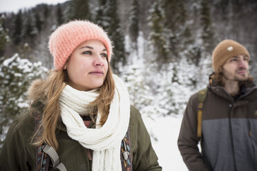Couple on a trip in winter looking around - SUF00440