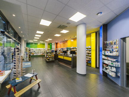 Interior of a pharmacy - MFF04272