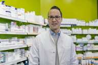 Portrait of smiling pharmacist in pharmacy - MFF04305