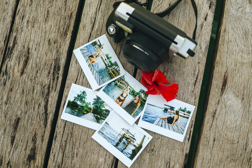 Panama, Bocas del Toro, Instant photographs and camera on wooden jetty - KIJF01877