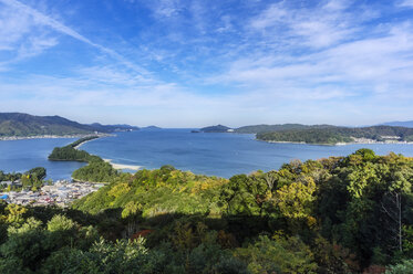 Japan, Kyoto Prefecture, view on Amanohasidate with sandbar and sea - THAF02088