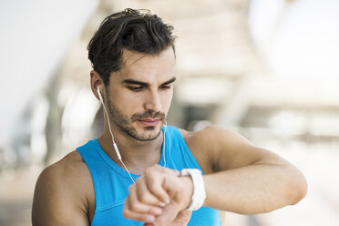 Athlete checking his smartwatch - SBOF01153