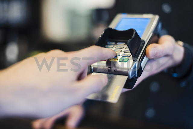 Man using credit card reader, close-up - DIGF03223