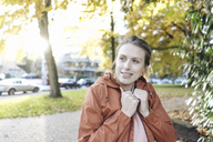 Portrait of young woman in autumnal park - JOSF02146