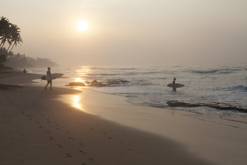 Sri Lanka, Mirissa, sunrise, beach with surfer - FAF00075