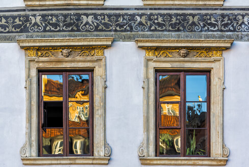 Poland, Warsaw, reflections on windows of an old house - CSTF01622