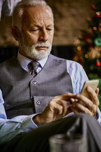 Elegant senior man using cell phone - ZEDF01128
