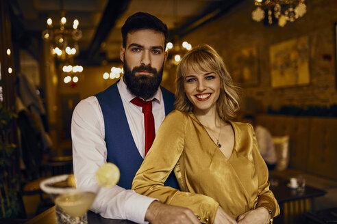 Portrait of elegant couple in a bar - ZEDF01131
