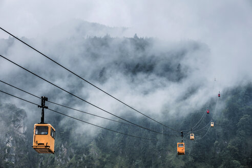 Austria, Salzburg State, St. Gilgen, Zwoelferhorn Cable Car, fog - WVF00902