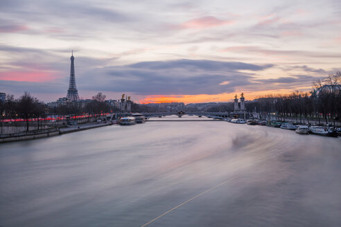France, Paris, view to Seine River with Pont Alexandre III and the Eiffel Tower in the background at sunset - WVF00914