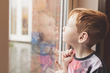 Boy looking at the rain on windowpane - NMS00194