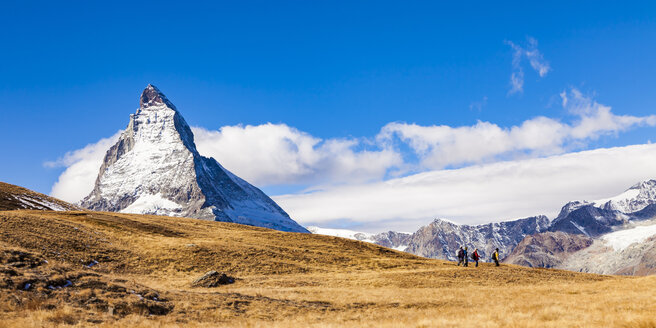 Switzerland, Valais, Zermatt, Matterhorn, hikers - WDF04348