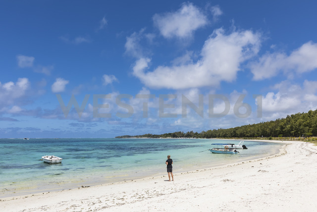Mauritius, Indian Ocean, Flacq, East Coast, female tourist at beach of Belle Mare - FOF09786 - Fotofeeling/Westend61