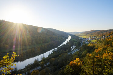 Germany, Bavaria, Lower Bavaria, Altmuehl Valley, View of Prunn and Altmuehl river against the sun - SIEF07681