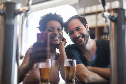 Happy couple in a bar taking a selfie - LFEF00001