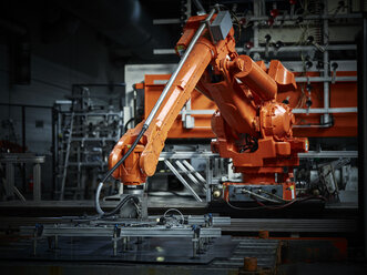 Industrial robot arm used in metalworking - CVF00080