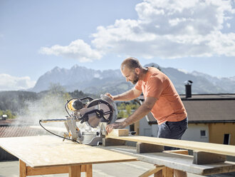 Carpenter working, circular saw - CVF00097