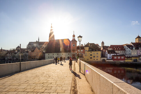 Germany, Regensburg, view to cathedral at the old town with Steinerne Bruecke in the foreground - PUF01268