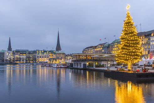 Germany, Hamburg, Binnenalster, Jungfernstieg and Christmas tree - KEBF00722