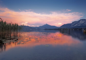 Austria, Upper Austria, Lake Mondsee at dusk - WVF00920