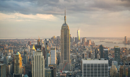 USA, New York, Manhattan, Empire State Building and One World Trade Center in background - DAPF00878