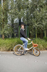 Portrait of smiling man with bicycle on a lane - PESF00929