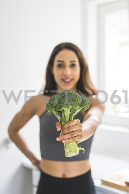 Woman holding a broccoli - ASCF00785