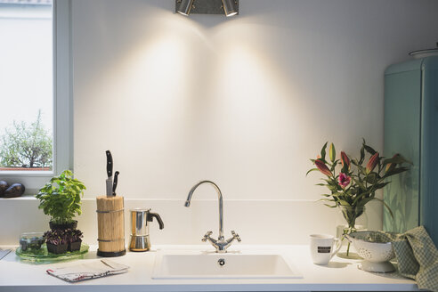 Interior of a kitchen with bunch of flowers - ASCF00791