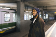 USA, Milan, African american man waiting at underground station - MAUF01294