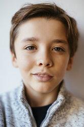 Portrait of smiling brunette boy - EBSF02108