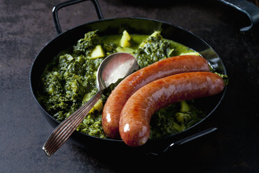 Curly kale with potatoes and two minced pork sausages in pan - CSF28847