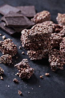 Amaranth Quinoa Cookies with bittersweet chocolate, close-up - CSF28859