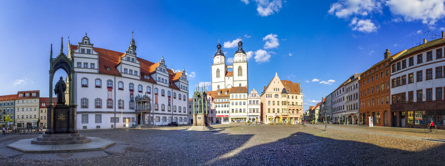 Germany, Lutherstadt Wittenberg, view to town hall, row of houses and St Mary's Church - PUF01305