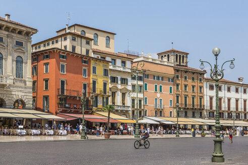 Italy, Veneto, Verona, Piazza Bra, - MAB00475