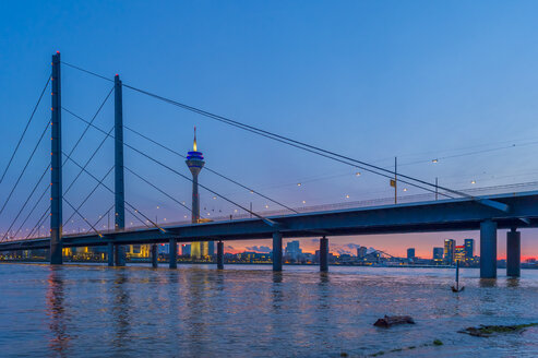 Germany, North Rhine-Westphalia, Duesseldorf, Rhine Knee Bridge, Rhine tower and Media Harbour, high water in the evening - FRF00634
