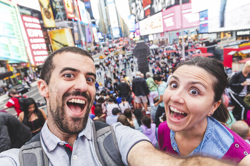 USA, New York, selfie of happy couple in the city at Times Square - WPEF00038